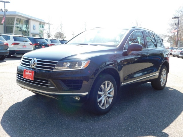 Certified Pre-Owned 2017 Volkswagen Touareg V6 Sport 4Motion
